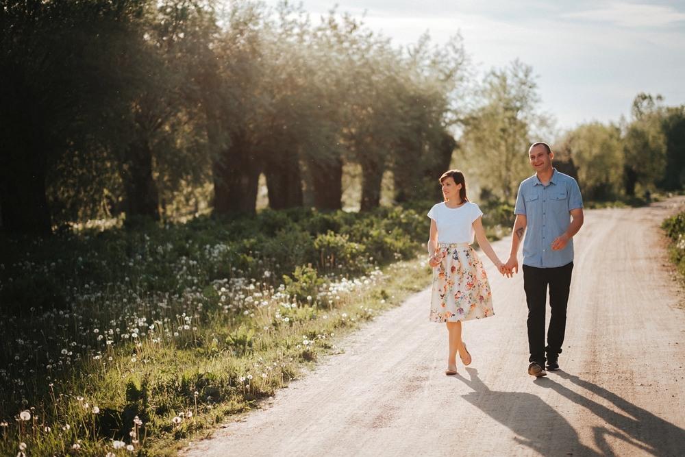spacer polną drogą w dolinie rzeki Bug w Mielniku
